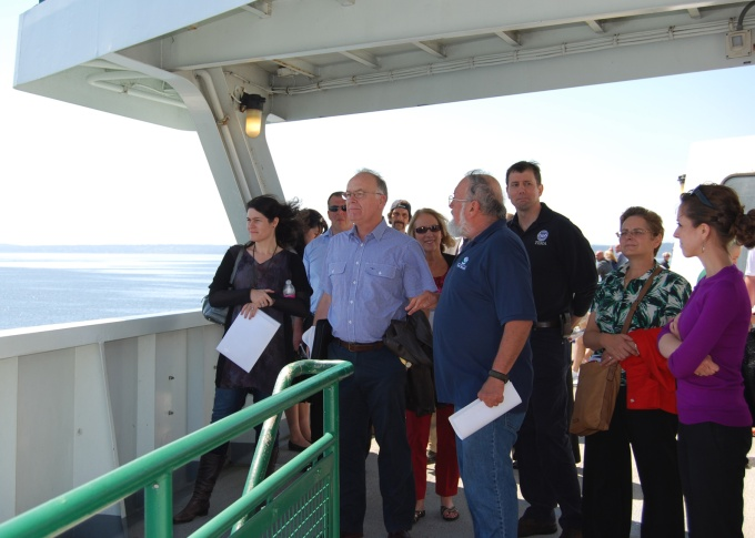 Tim Walsh discusses Seattle-area geologic hazards with FEMA officials and emergency managers from Australia and New Zealand. Image courtesy of Meredith C. Payne, DNR.